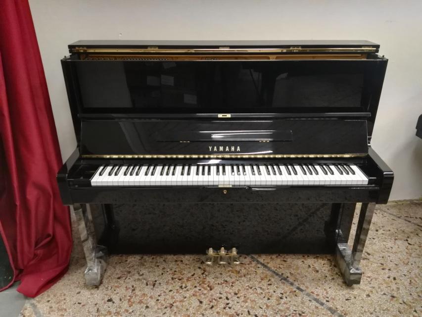 Prezzo e descrizione pianoforte verticale Yamaha U1 H con ...